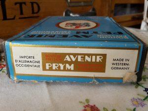Drukknoopkaart doosje Prym